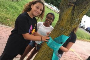 Edison NJ Girls Tealing Tree